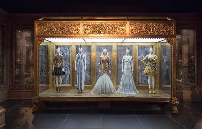 alexander-mcqueen-savage-beauty-preview-va-museum-london-ftape-01