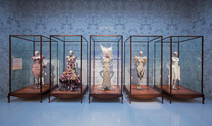 alexander-mcqueen-savage-beauty-preview-va-museum-london-ftape-02