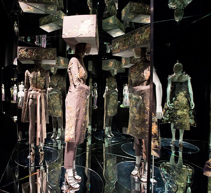 alexander-mcqueen-savage-beauty-preview-va-museum-london-ftape-08