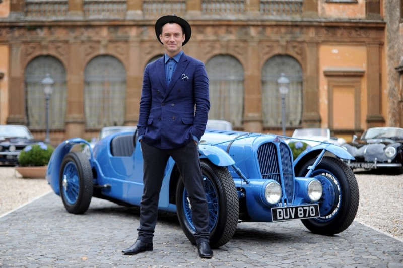 Jude-Law-2015-Photocall-Johnnie-Walker-Blue-Label-Gentlemens-Wager-002-800x532